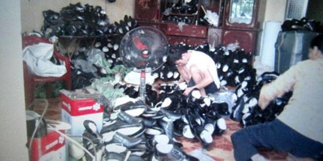 Phát hiện cơ sở làm giày giả thương hiệu ngoại