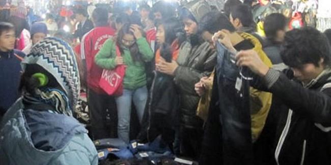 """Hàng hóa tại chợ đêm sinh viên: Tiền """"thật"""", chất lượng """"ảo"""""""