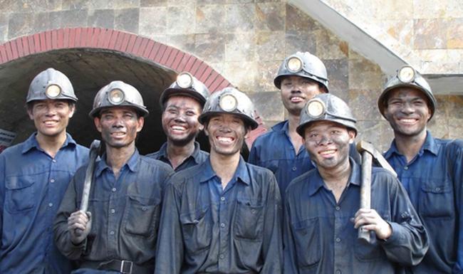Ngành than: Ngỡ ngàng lợi nhuận quý 4/2013