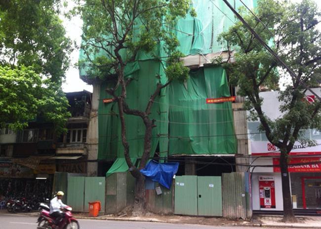 Cưỡng chế 'cắt ngọn' một loạt nhà sai phép ở Hà Nội