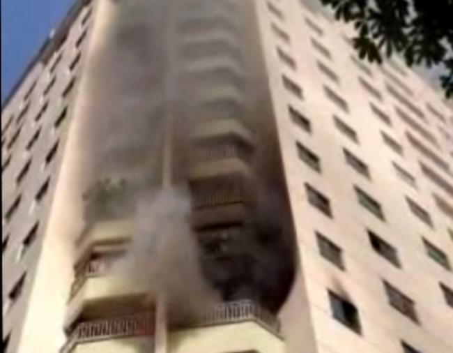 Cháy lớn tại chung cư Trung Hòa Nhân Chính