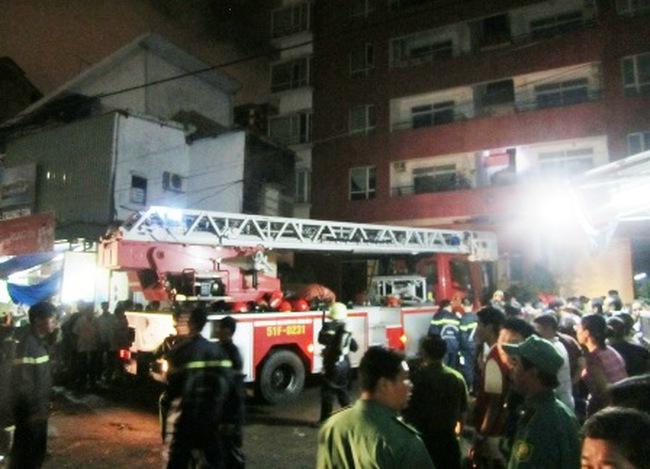 Cháy tại chung cư 25 tầng, hàng trăm người hoảng loạn