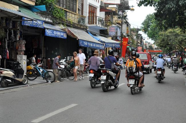 Nhà mặt phố Hà Nội rao giá 900 triệu đồng mỗi mét vuông