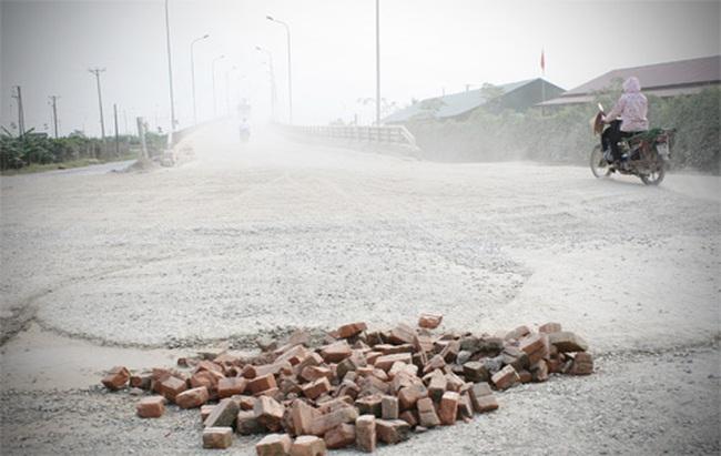7 cầu vượt đại lộ Thăng Long dang dở do thiếu tiền