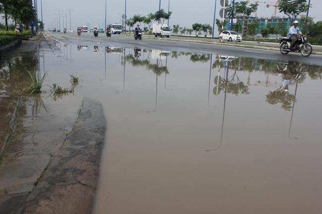 Đại lộ hiện đại nhất Sài Gòn ngập nặng