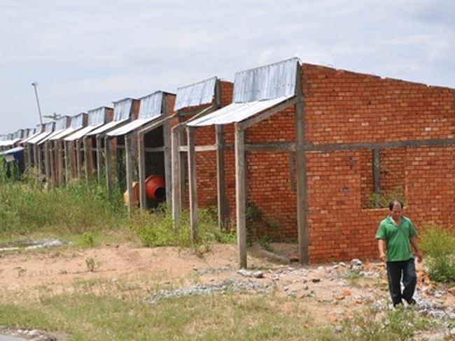'Rút ruột' công trình xây cho người nghèo