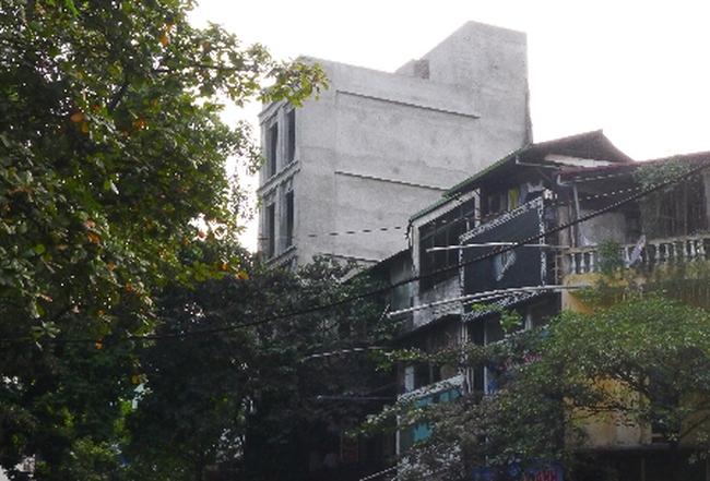 """Hà Nội: Vi phạm rõ như ban ngày, công trình xây dựng vẫn """"bình yên"""""""