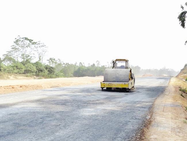 Cao tốc Hà Nội - Thái Nguyên:  Trảm thầu phụ, công trình vẫn ì ạch
