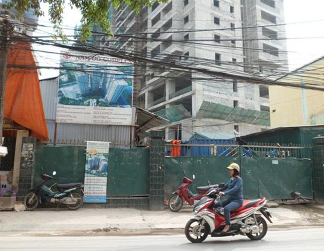 Nam Đô Complex: Sập giàn giáo, 2 người rơi từ tầng 16