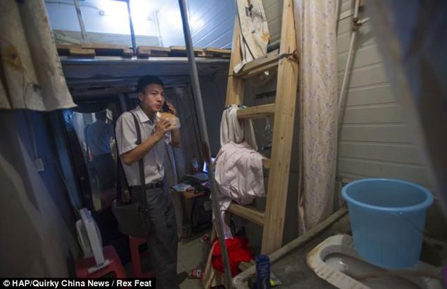 """Căn hộ chỉ... 4,5 m2, vẫn """"nhồi nhét"""" cả toilet"""
