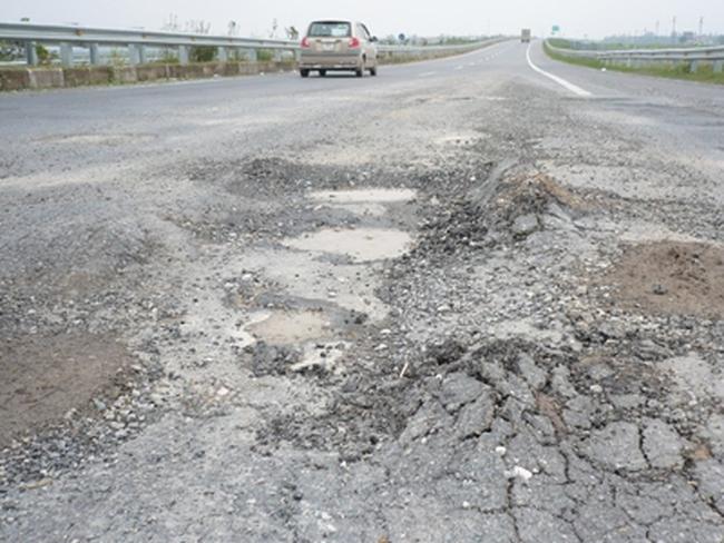 Cao tốc, đại lộ lún, nứt: Hàng nghìn tỷ đi đâu!?