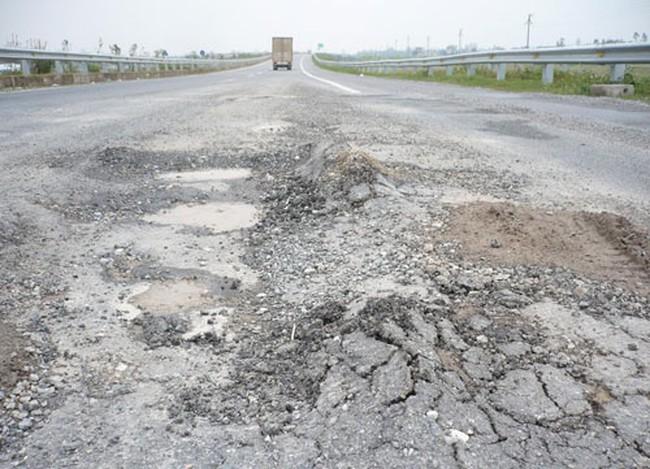 Sự cố Cao tốc Cầu Giẽ - Ninh Bình lún nứt: Kiểm điểm hai giám đốc