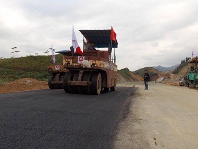 Cao tốc Hà Nội - Lào Cai: Loại 10 nhà thầu
