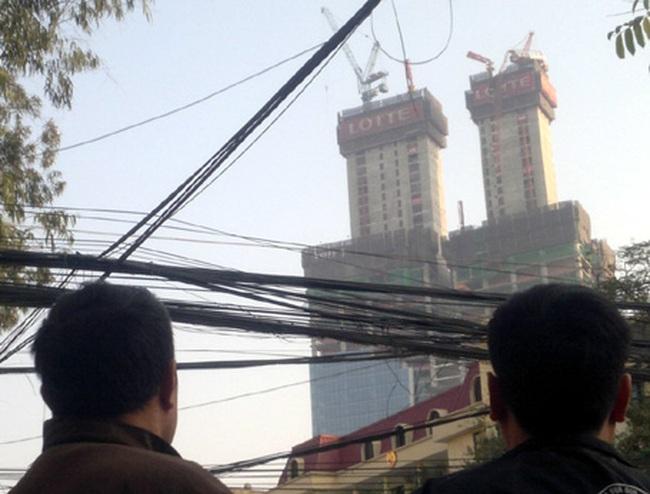 Gãy cẩu tháp 70 tầng Lotte, hàng trăm người hoảng loạn