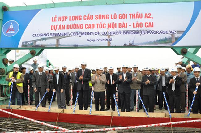 Hợp long cầu dài nhất trên cao tốc Nội Bài - Lào Cai