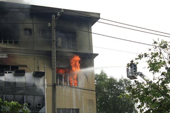 TPHCM: Cháy ngùn ngụt trong khu chế xuất hàng nghìn công nhân