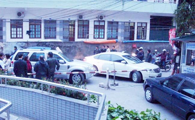 Tháp Thành Công: Chủ tòa nhà chặn xe cư dân