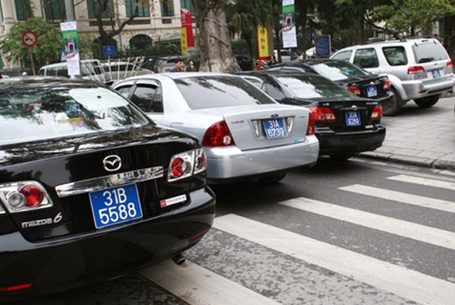 Vườn hoa tượng đài Lý Thái Tổ không phải bãi đỗ xe!