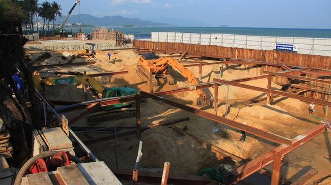 Kiểm tra các công trình ngầm ở bờ biển Nha Trang