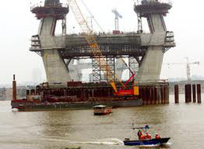 Khởi tố 2 kỹ sư dự án cầu Nhật Tân