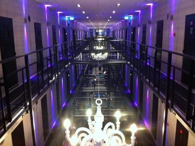 Ngắm khách sạn nhà tù đẳng cấp tại Hà Lan