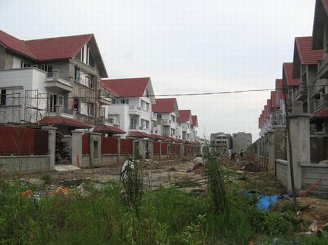 Lãi suất giảm, bất động sản vẫn tê liệt