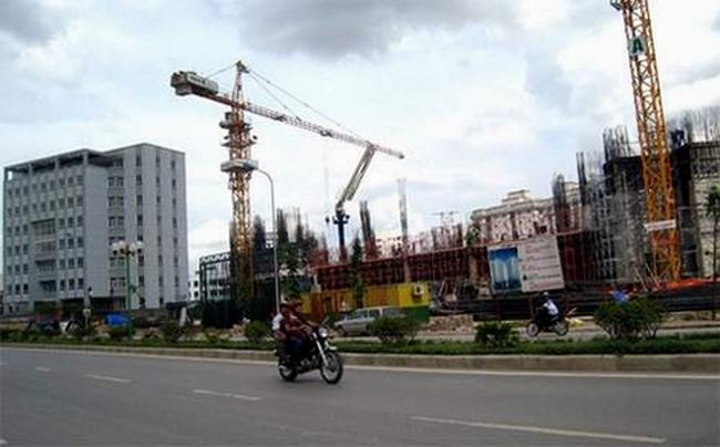 Bất động sản: Hàng rào lãi suất bị phá