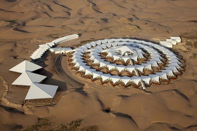 Khách sạn hoa sen siêu sang giữa sa mạc