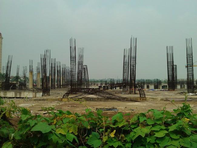 """Cận cảnh """"bãi chông sắt"""" hoen gỉ khổng lồ tại TTTM Ciputra Hanoi Mall"""