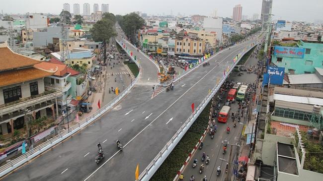 Chính thức thông xe cầu vượt vòng xoay Cây Gõ