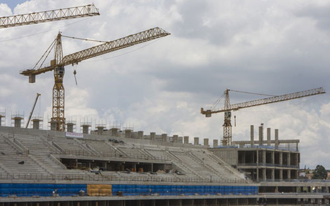 Sân vận động khai mạc World Cup 2014 bất ngờ đổ sập