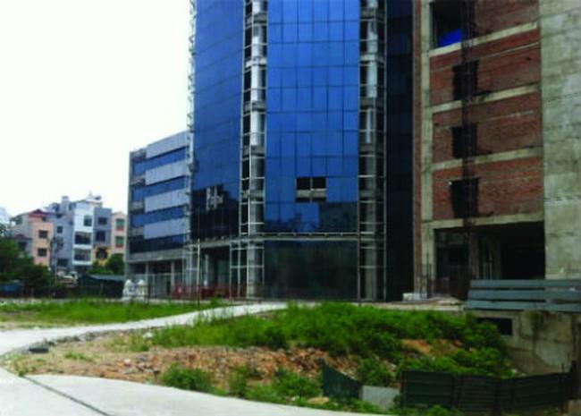 Lình xình việc cho Bệnh viện quốc tế Hoa Kỳ thuê thêm đất