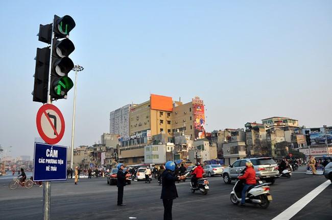 """Lem nhem ngày thông xe """"con đường đắt nhất hành tinh"""""""