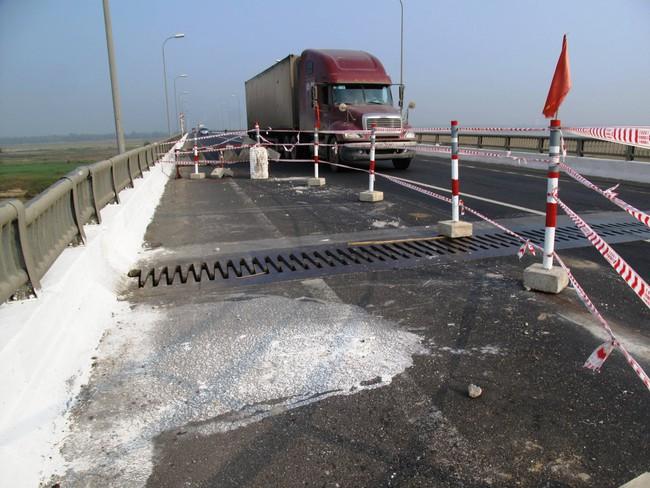 Cầu dài nhất miền Trung có nguy cơ sập