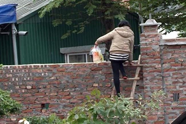 Từ Liêm, Hà Nội: Chính quyền xây tường để dân… leo!