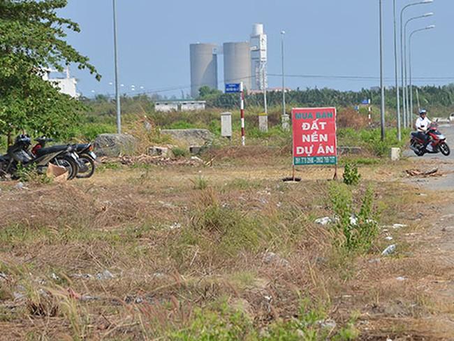 """""""Mắc kẹt"""" vì mua đất dự án"""