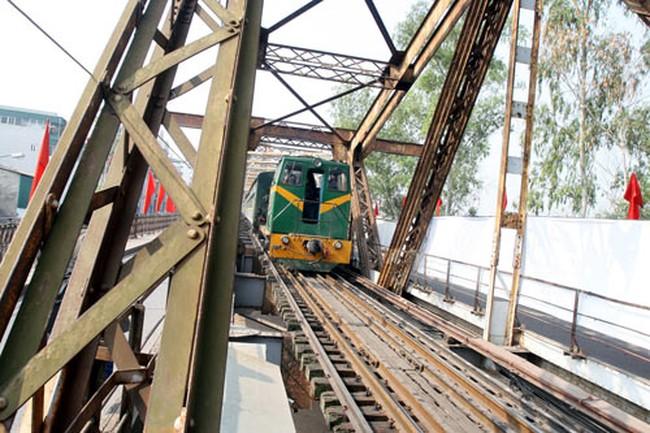 Nghi án nhận hối lộ 16 tỷ đồng: Thêm một giám đốc BQL dự án đường sắt bị tạm dừng chức vụ