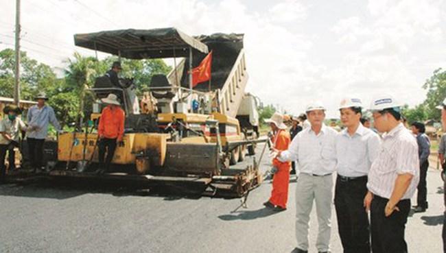 Dự án đường Hồ Chí Minh: Nhà thầu yếu cuống cuồng lo mất việc