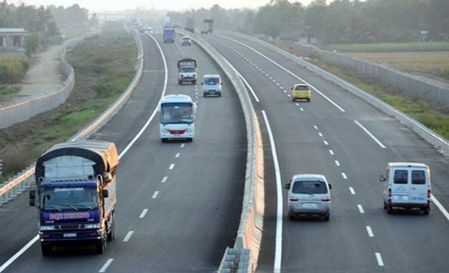 Làm 1 km đường cao tốc tốn 240 tỉ đồng