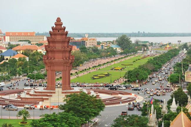 Đẩy nhanh kết nối đường bộ Việt Nam - Campuchia