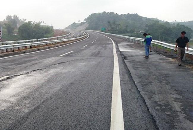Tư vấn ngoại lý giải nguyên nhân vết nứt cao tốc Nội Bài-Lào Cai