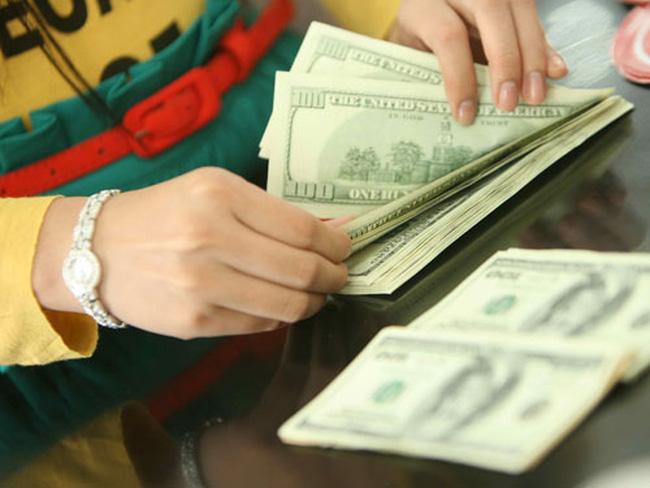 Cuối tuần, một số ngân hàng giảm giá USD