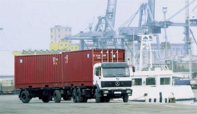 Vận chuyển hàng hóa bằng xe container tê liệt vì Thông tư 18?