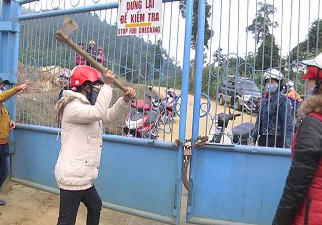 Công ty vàng Phước Sơn đơn phương khấu trừ nợ vì bị... chặn đường