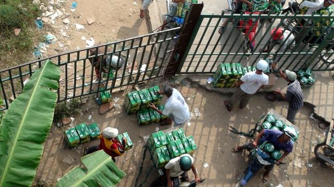 """Các khu kinh tế cửa khẩu: """"Ôm"""" rượu bia ngoại chờ giải cứu"""