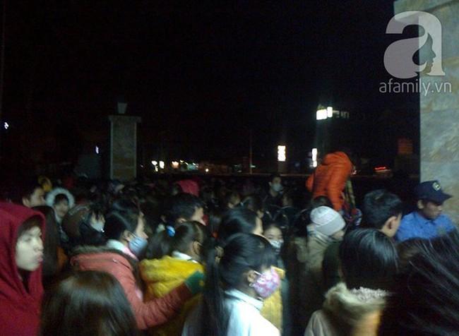 Bắc Ninh: Hàng nghìn công nhân trải chiếu thâu đêm đòi tiền thưởng Tết