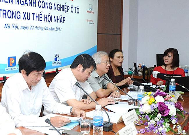 """Thuế nhập khẩu về 0% có làm ngành công nghiệp sản xuất ô tô Việt Nam """"chết yểu""""?"""