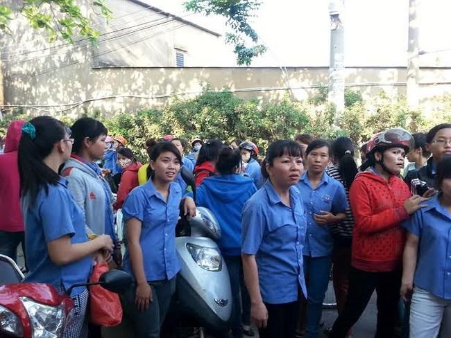 TP.Hồ Chí Minh: Bị hạn chế đi vệ sinh, 900 công nhân ngừng việc
