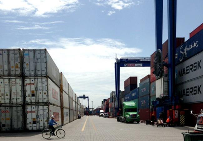 Loại trừ phí cảng biển vô lý: Cần công cụ đủ mạnh