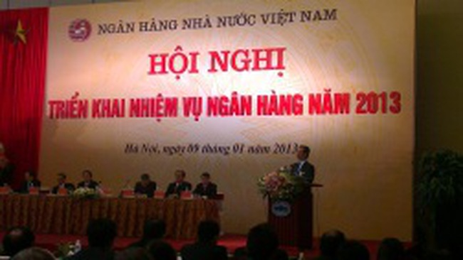 Thủ tướng: Xử lý nợ xấu trăm sự nhờ các NHTM